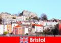 Bristol a cidade com cultura jovem e uma atmosfera amigável para estranhos