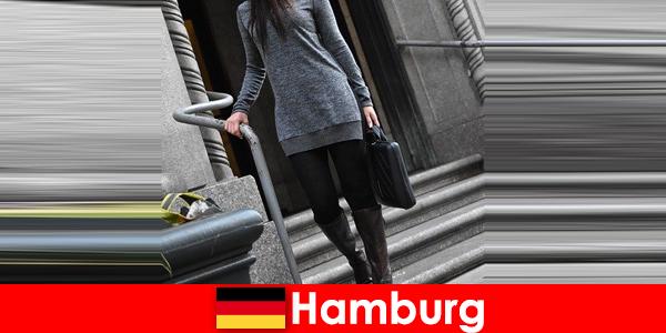 Mulheres elegantes em Hamburgo mimam os viajantes com serviço de acompanhante discreto exclusivo
