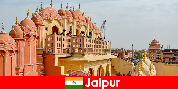 Palácios impressionantes e a última moda podem ser encontrados pelos turistas em Jaipur, na Índia