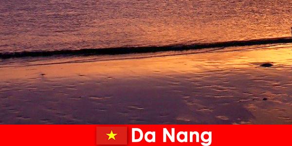 Da Nang é uma cidade costeira no centro do Vietnã e é famosa por suas praias
