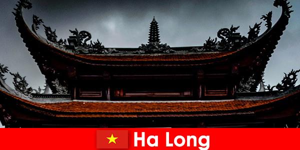 Ha long é conhecida como uma cidade cultural entre estranhos