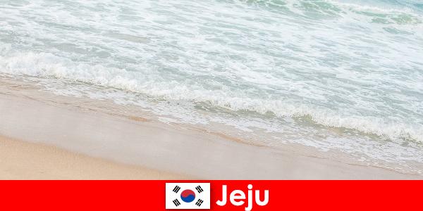 Jeju, com sua areia fina e águas claras, é o lugar ideal para férias em família na praia