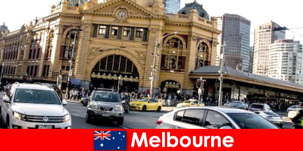 O maior mercado ao ar livre de Melbourne no hemisfério sul, um ponto de encontro para estranhos