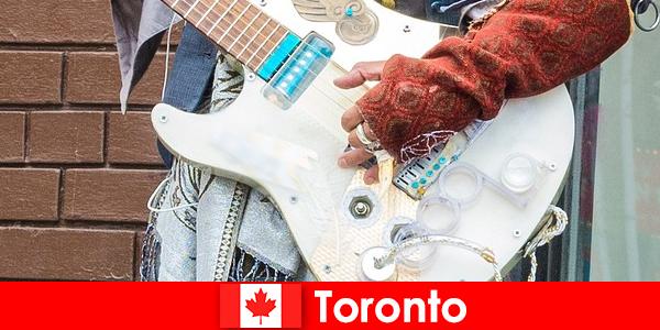 Estranhos amam Toronto por causa de sua mente aberta ao cenário musical de todas as culturas