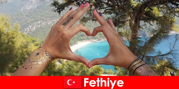 Férias na praia na Turquia Fethiye para jovens e idosos sempre um sonho