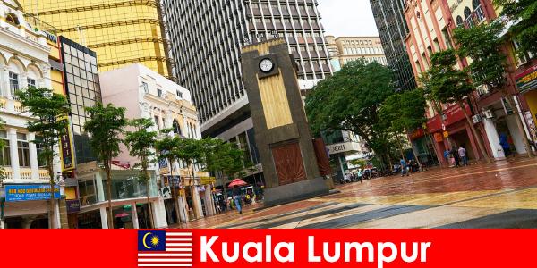 Kuala Lumpur é o centro cultural e econômico da maior área metropolitana da Malásia
