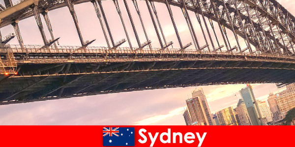Sydney com suas pontes é um destino muito popular para viajantes da Austrália