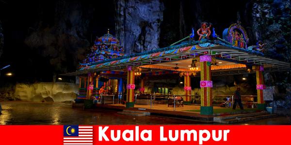 Kuala Lumpur, Malásia oferece aos viajantes uma visão profunda das antigas cavernas de calcário