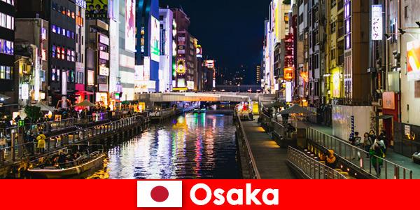 Bairros de entretenimento e iguarias aguardam viajantes estrangeiros em Osaka, Japão
