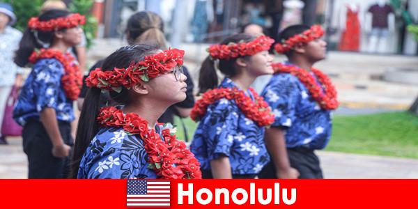 Convidados estrangeiros adoram intercâmbios culturais com residentes locais em Honolulu, Estados Unidos
