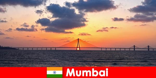 Os viajantes da Ásia estão entusiasmados com a modernidade e a tradição em Mumbai, Índia