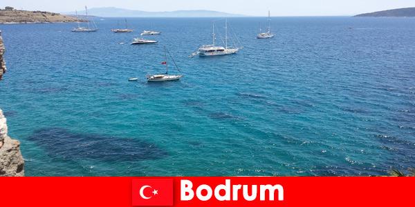 Férias de luxo para estrangeiros nas belas baías de Bodrum, Turquia