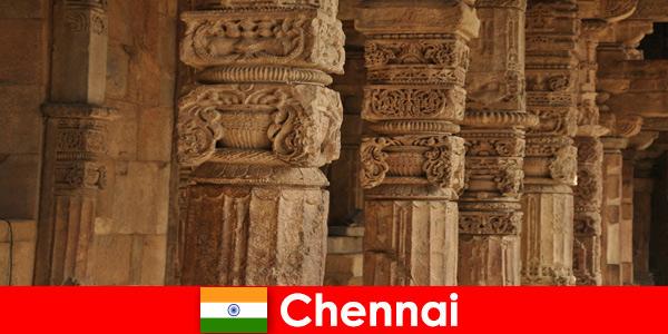 Estrangeiros visitam Chennai Índia para ver os magníficos templos coloridos