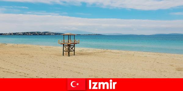 Os turistas relaxantes ficarão encantados com as praias de Izmir, na Turquia