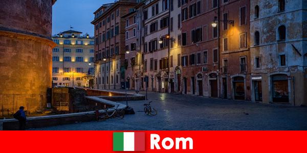 Viagem curta para turistas no outono em Roma, Itália, para os mais belos pontos turísticos