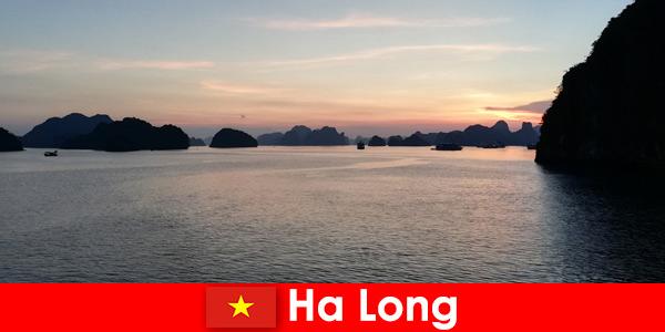 Férias perfeitas em Ha Long, Vietnã para turistas estrangeiros estressados