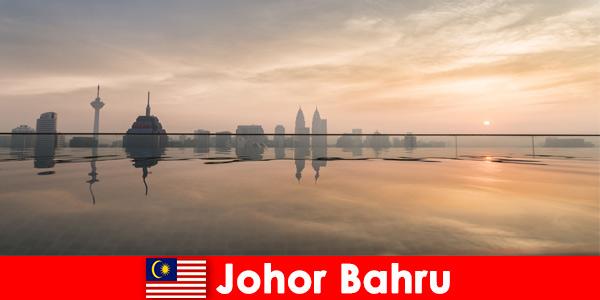 As reservas de hotel para turistas em Johor Bahru, Malásia, sempre reservam no centro da cidade